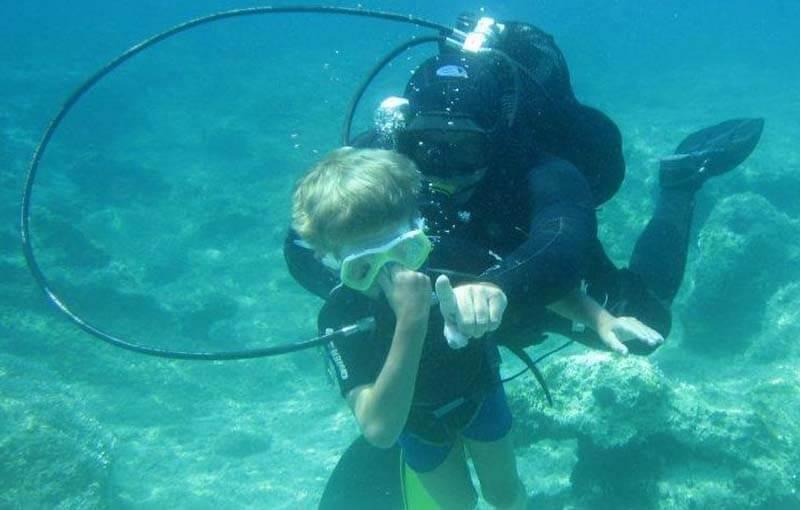1 Kids underwater